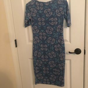 A new,super cute, floral, fitting dress!